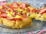 Torta di pavesini con fragole e crema pasticcera