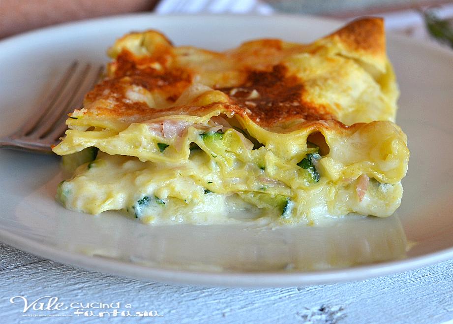 Lasagne con zucchine prosciutto cotto e provola