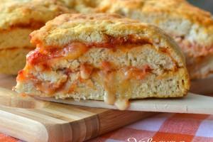 Torta di pizza con pomodoro e provola ricetta veloce