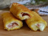 Rotolini di pane fritti dorati con mortadella e stracchino