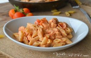 Pasta cremosa con salmone e pomodorini