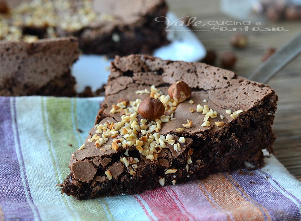 Torta morbida al cioccolato fondente e nocciole 3c7369bf8f9