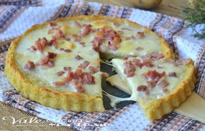 Crostata di patate con mozzarella e pancetta