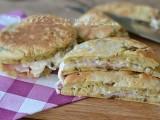 Pancakes salati con melanzane prosciutto e formaggio