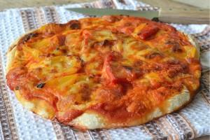 Pizza con parmigiana di peperoni ricetta lievitato