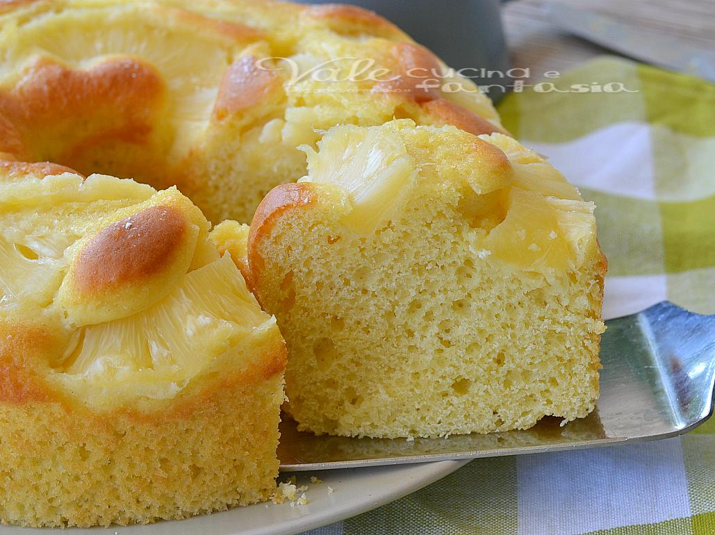 Ciambella soffice con ananas e yogurt senza burro e olio