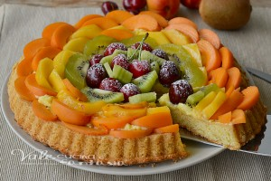 Crostata morbida con frutta fresca e crema pasticcera