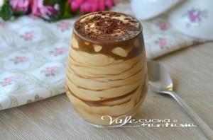 Crema fredda yogurt e caffè ricetta dolce facile