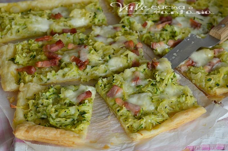 Pizza di sfoglia con patate zucchine e pancetta