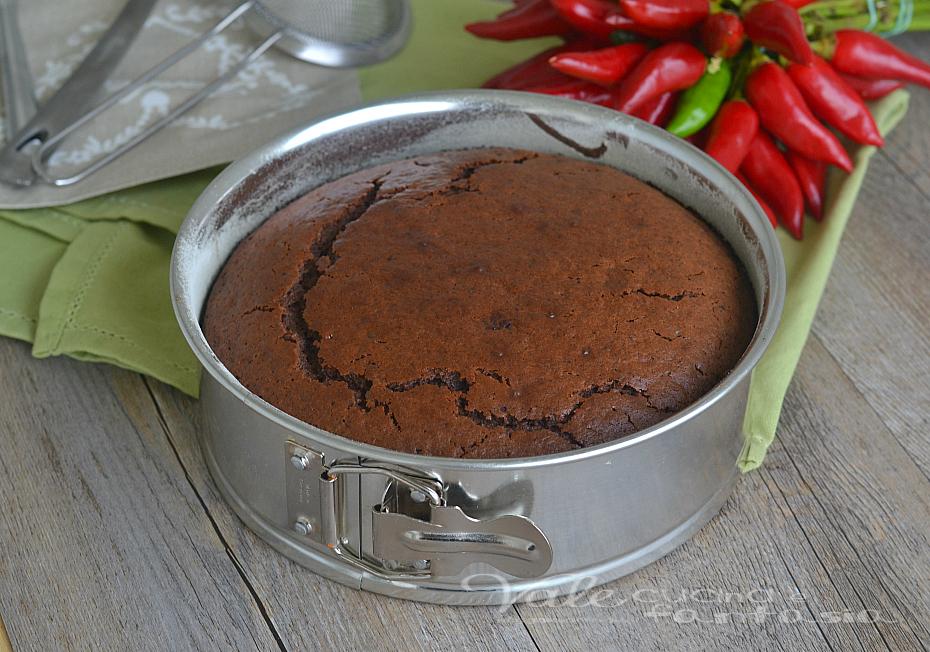 Torta al cioccolato fondente e peperoncino