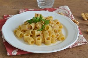 Pasta con salsa alle noci primo piatto veloce
