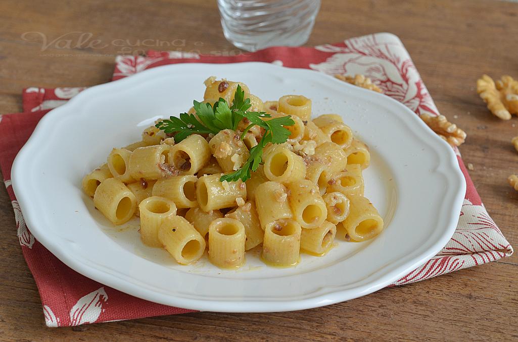 Pasta con salsa alle noci primo piatto veloce for Primo piatto veloce