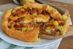 Torta rustica con patate salsiccia e stracchino