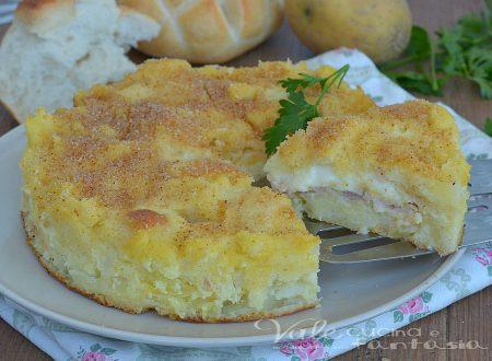 Torta di pane e patate con prosciutto e formaggio