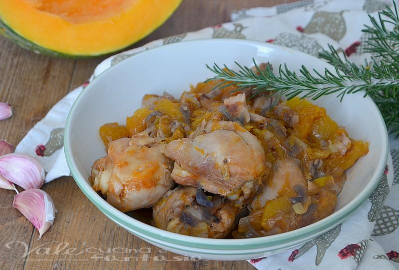 Cosciotti di pollo con zucca e cipolla rossa