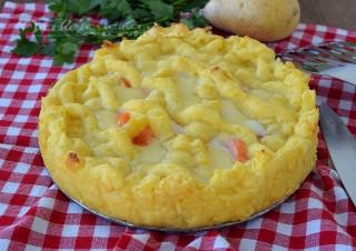 Crostata di patate con salmone e mozzarella
