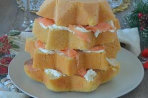Pandoro gastronomico al salmone e formaggio