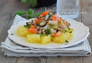 Insalata di pollo con patate e melanzane
