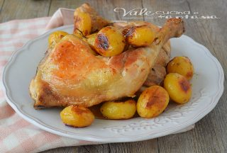 Pollo al forno con patate novelle ricetta facile