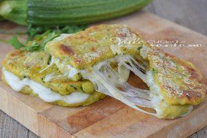 Toast di zucchine e mozzarella