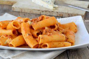 Pasta con gorgonzola e pomodori secchi