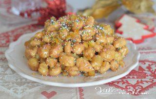 Struffoli ricetta dolce napoletana di Natale facile e veloce