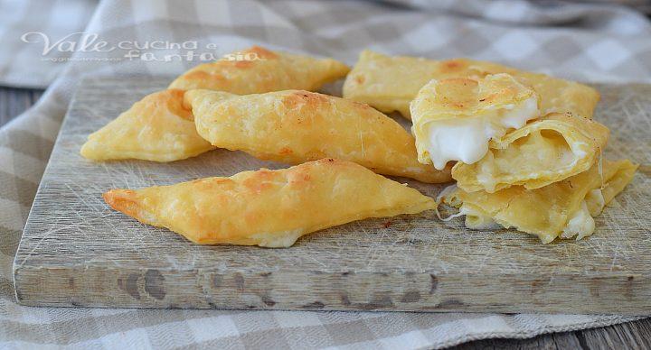 CHIACCHIERE SALATE farcite al formaggio ricetta facile