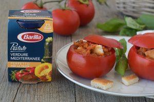 Pomodori freddi ripieni di crostini di pane e Pestato alle Verdure Mediterranee Barilla