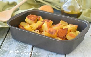 PATATE INFARINATE AL FORNO