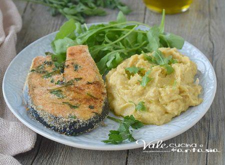 Salmone impanato con erbe aromatiche crema di ceci e rucola fresca