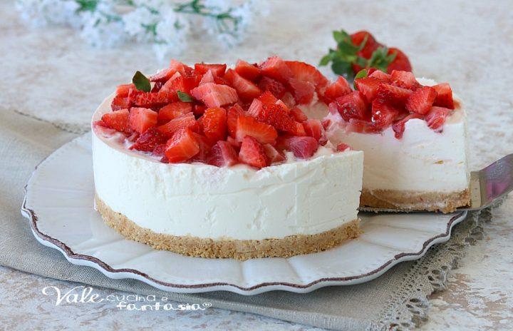 CHEESECAKE CON YOGURT E FRAGOLE dolce senza cottura