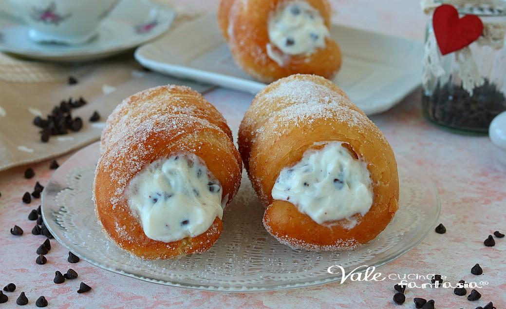 CARTOCCI SICILIANI fritti con crema di ricotta