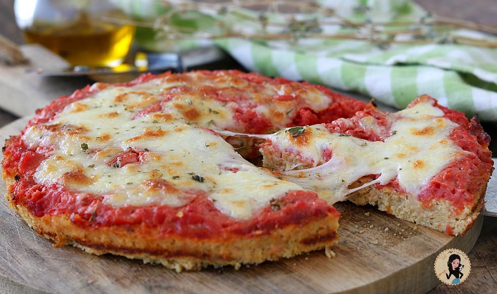 PIZZA DI CAVOLFIORE con pomodoro e mozzarella light