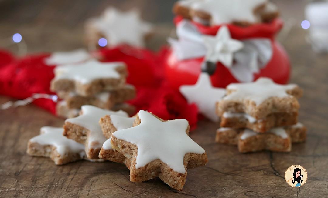 Biscotti Di Natale Zimtsterne.Zimtsterne O Stelle Alla Cannella Biscotti Di Natale Con Mandorle E Cannella