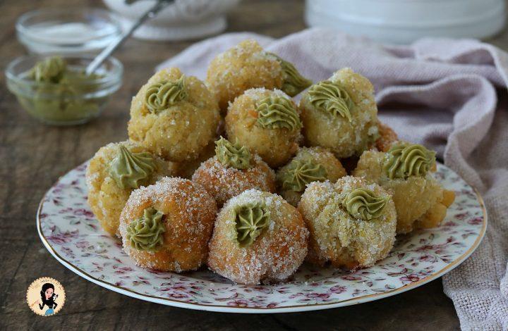 Castagnole al pistacchio con impasto alla ricotta