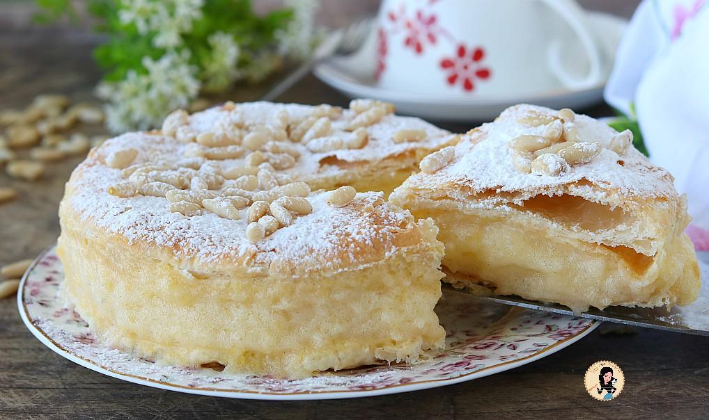 Millefoglie della nonna con crema pasticcera alla vaniglia e pinoli