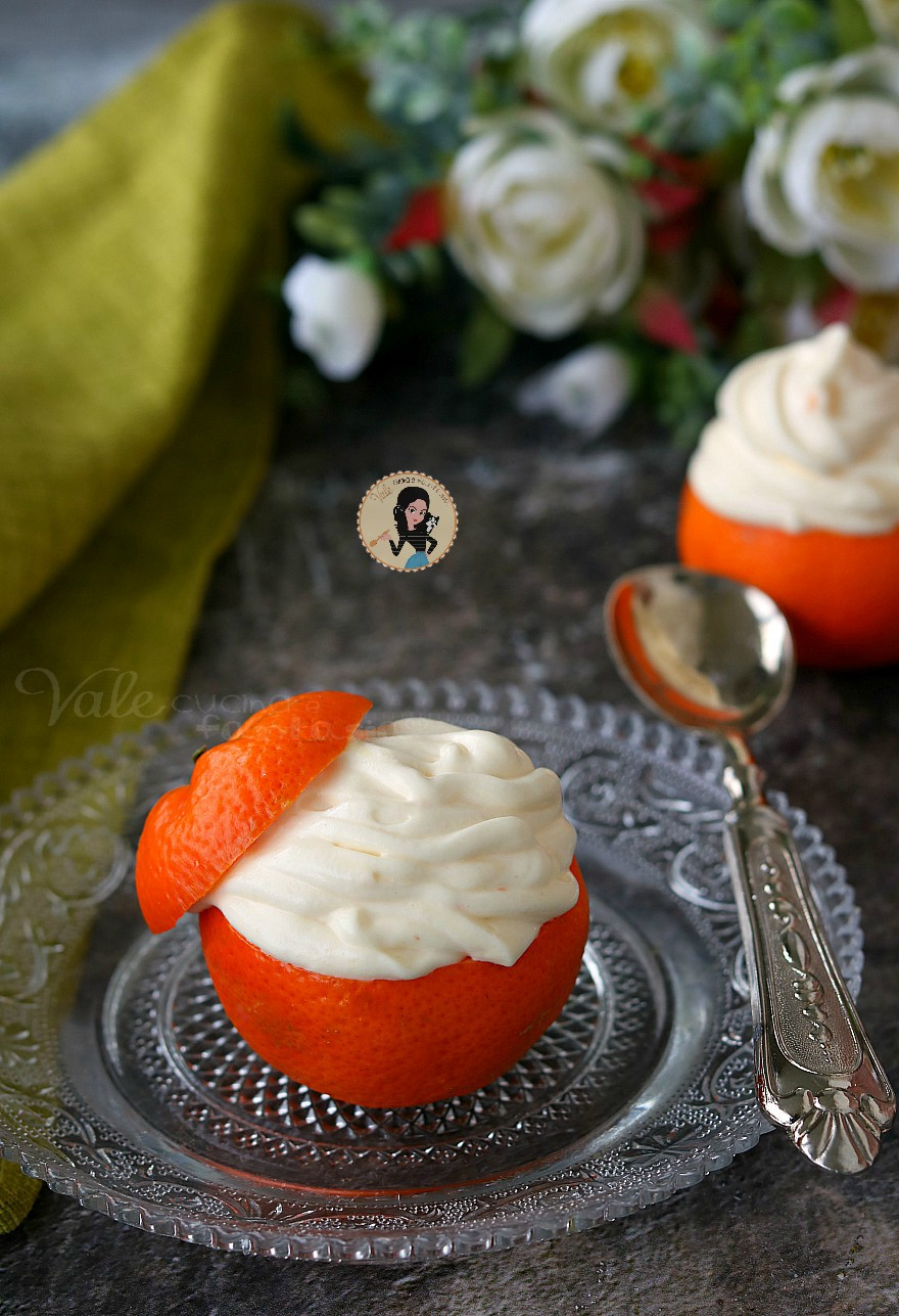 MOUSSE AL MANDARINO SENZA COTTURA mandarini ripieni facili, crema al mandarino facile e veloce, dolce scenografico e profumato