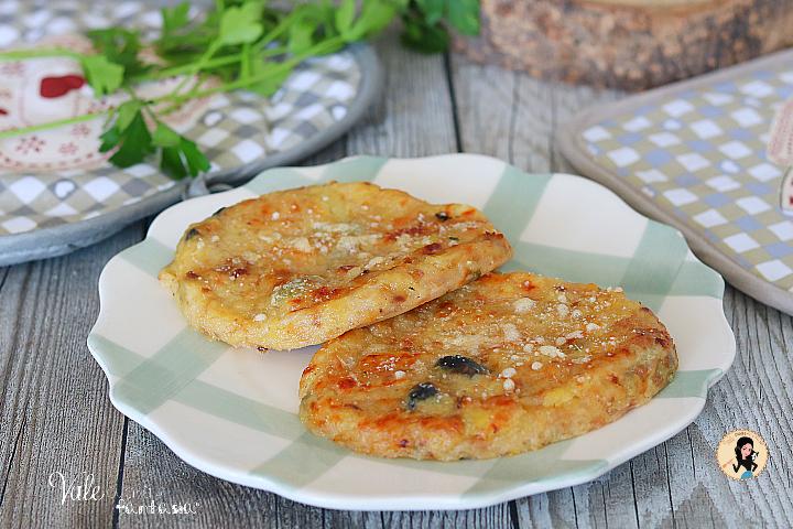 COTOLETTE DI PATATE E TONNO al forno o in padella ricetta facile, gustosa e veloce, cotolette di tonno e patate morbidissime e sfiziose