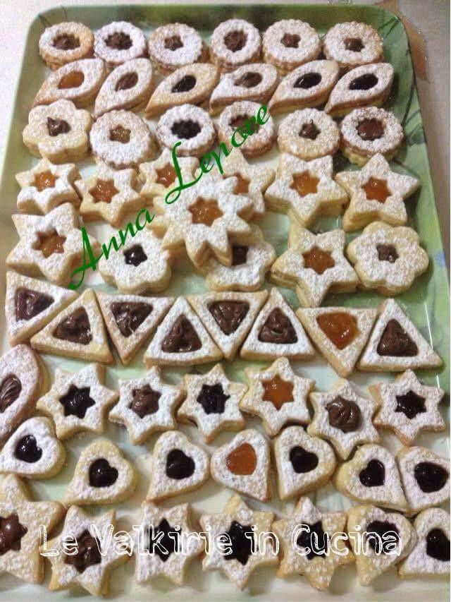 Biscotti di frolla le valkirie in cucina - Tavolo attrezzato per impastare ...