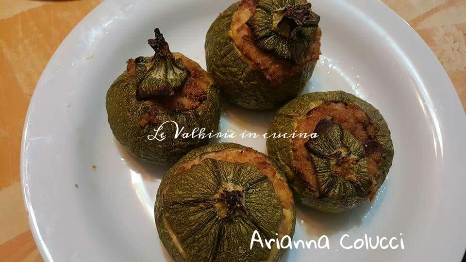 Zucchine ripiene con carne e salsicce di Arianna Colucci