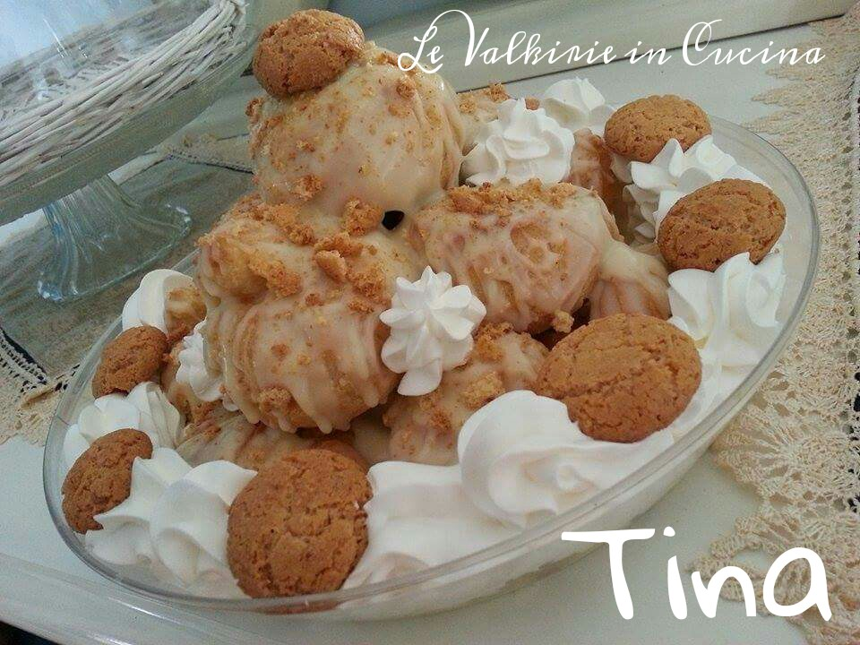 Profiteroles al cioccolato bianco con sbriciolata di amaretti di Tina
