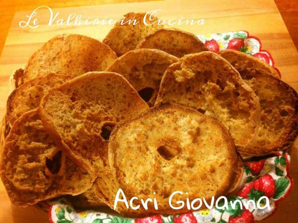 Frise con semola di farina integrale e pasta madre di Acri Giovanna