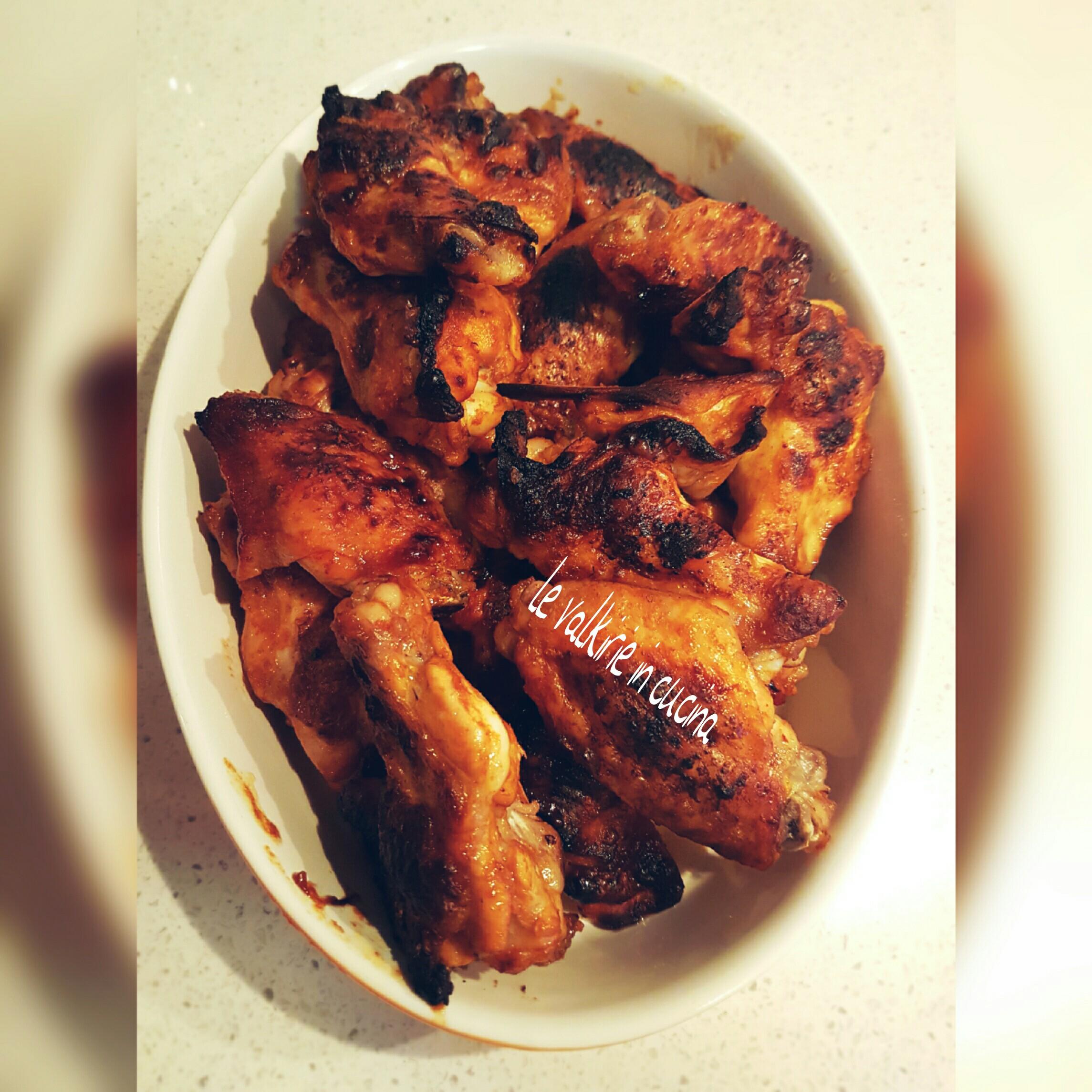 Alette di pollo speziate con salsa barbecue