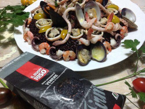 Anello di riso Venere e insalata di mare