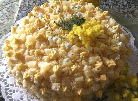 Torta Mimosa con ananas e crema chantilly