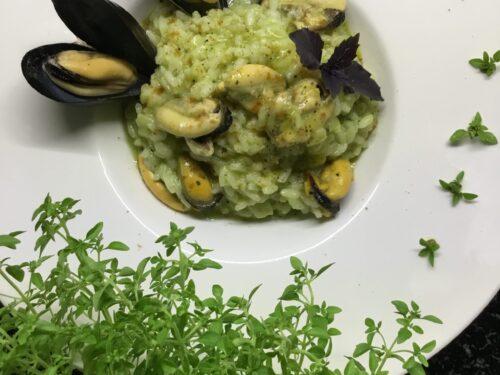 Risotto con pesto di zucchine e cozze