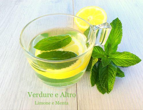 Infuso alla Menta Fresca con Succo di Limone