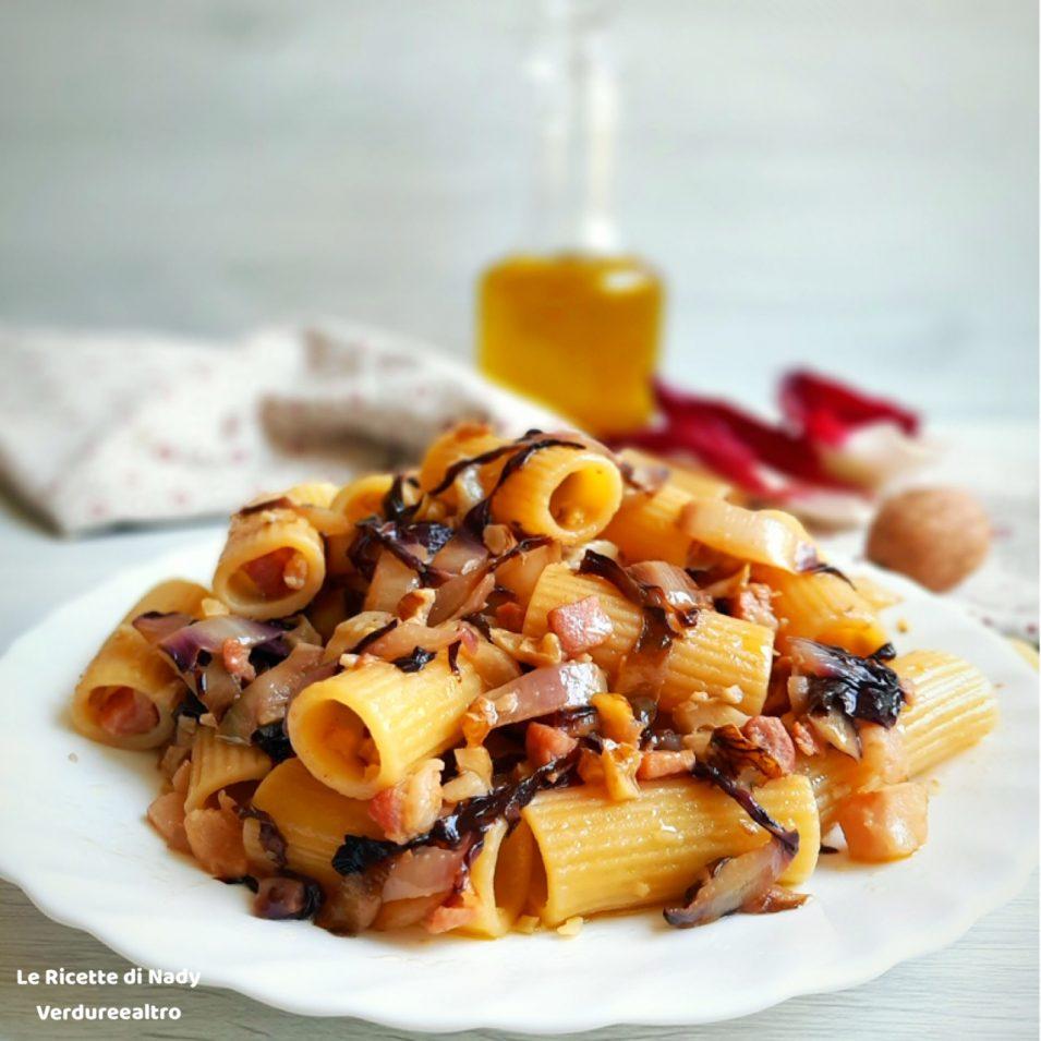 Pasta con radicchio Noci e Pancetta Affumicata