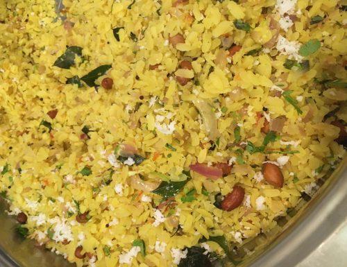 Poha (fiocchi di riso saltati con spezie  e arachidi tostate)