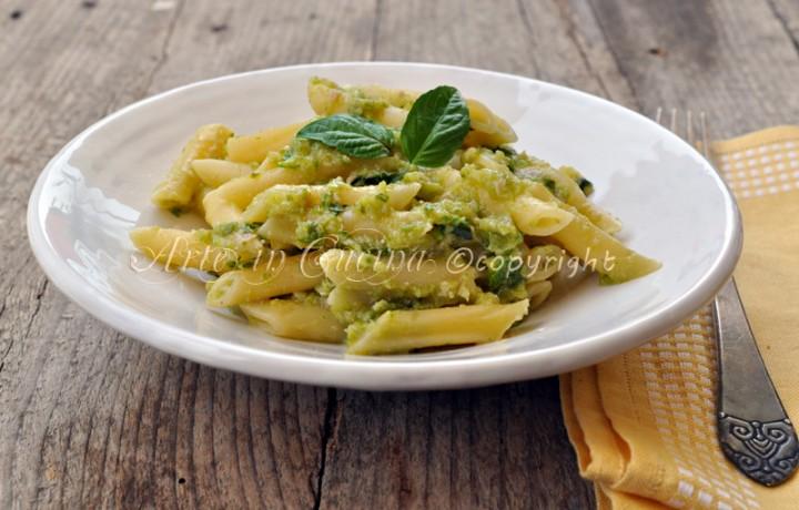 Pesto di zucchine e prosciutto penne saporite